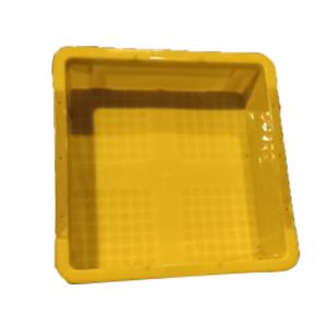 Mặt trong khay nhựa trồng rau màu vàng dạng hình vuông