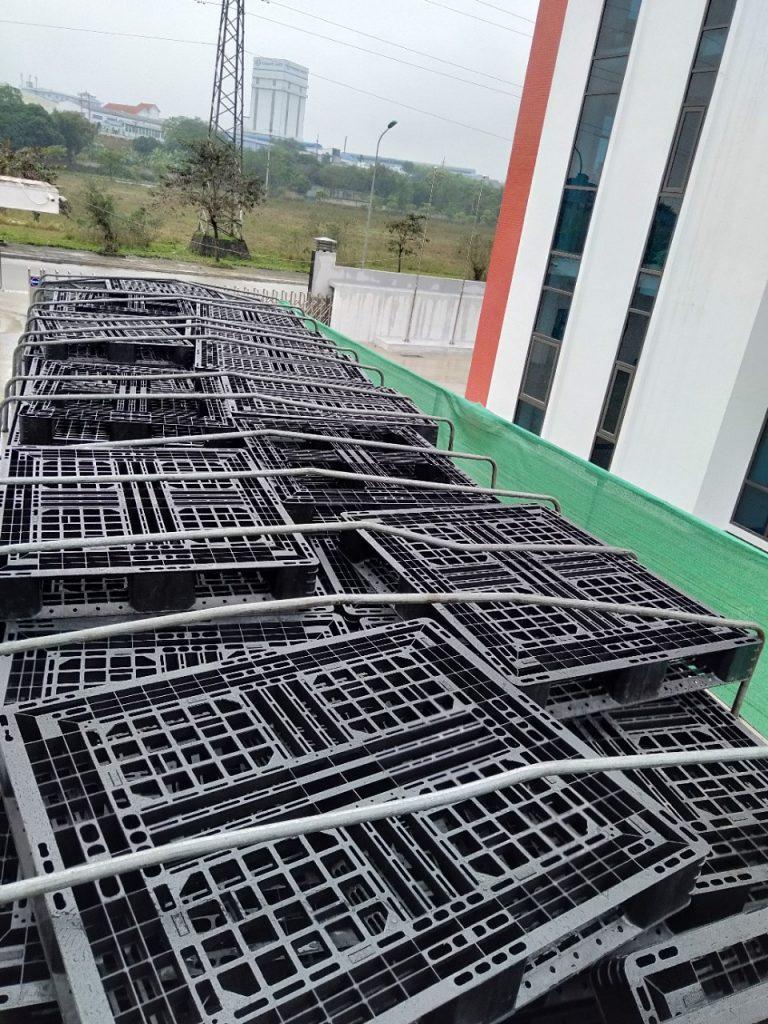 pallet cung cấp bởi khách hàng của NHUAPHATTHANH 04