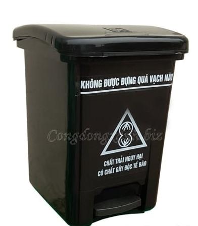 Không nên sử dụng thùng rác có kích thước lớn khó di chuyển