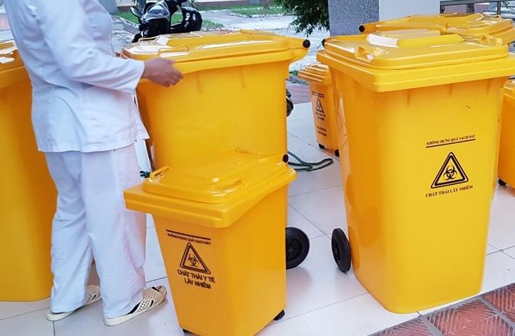 Vệ sinh thùng rác y tế