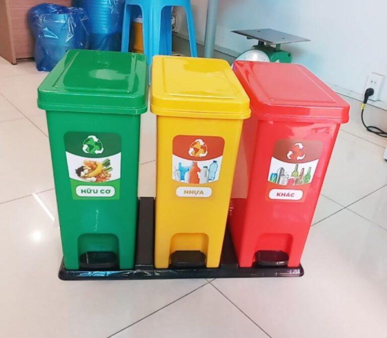 Thùng rác nhựa với 3 màu sử dụng trong gia đình