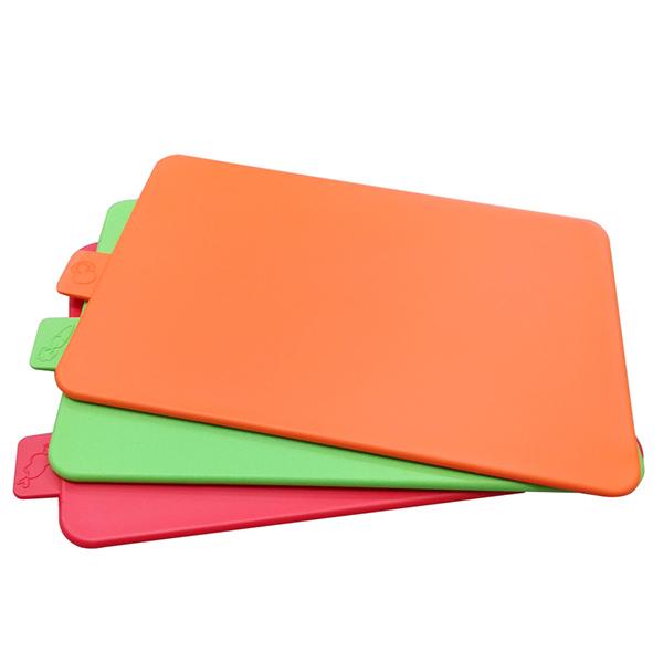 Thớt nhựa mỏng với đa dạng các loại màu sắc