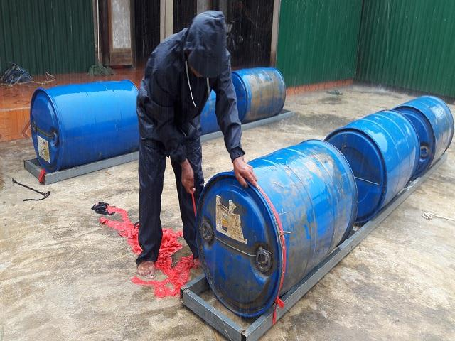 Sử dụng thùng phi nhựa làm phao bè