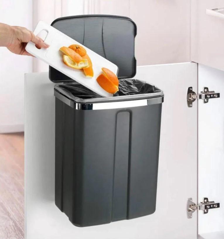 Thùng rác đặt trong nhà bếp