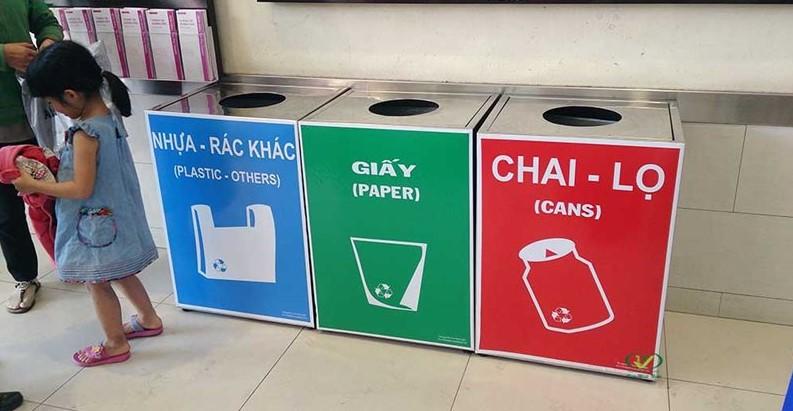 Thùng rác tái chế làm từ inox