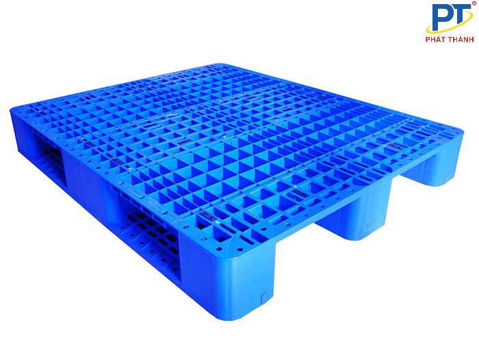 Pallet nhựa xanh dương