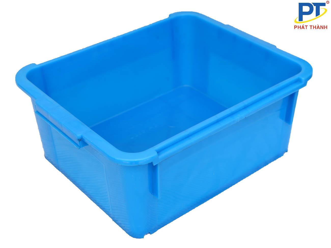 Thùng nhựa đặc do không có lỗ thoáng không khí nên dễ dính vào nhau
