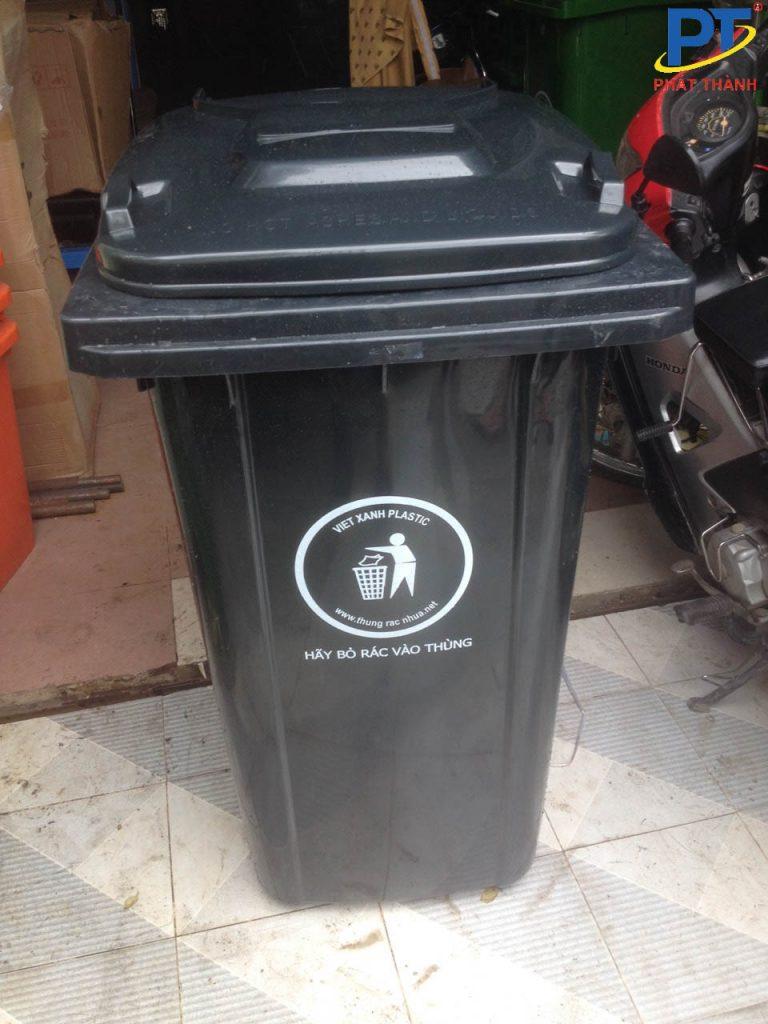 Thùng rác nhựa màu đen